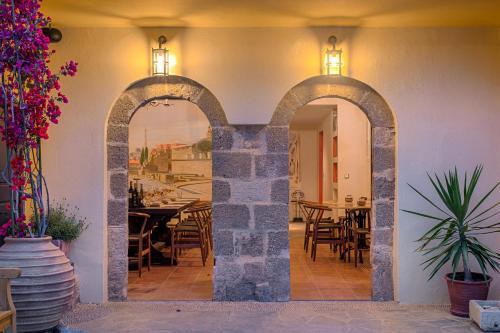 Xenofontos 23, Rodos 851 00, Rhodes, Greece.