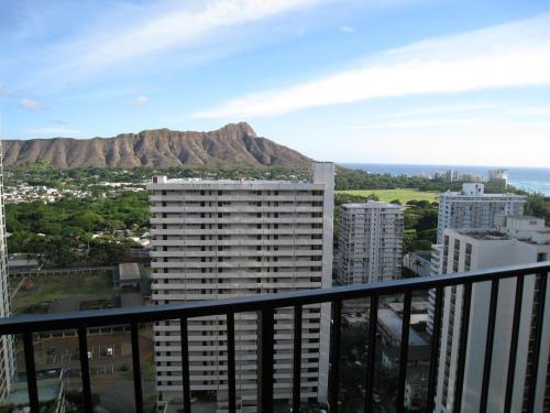 Waikiki Banyan Condo 29th Floor - Honolulu, HI 96815