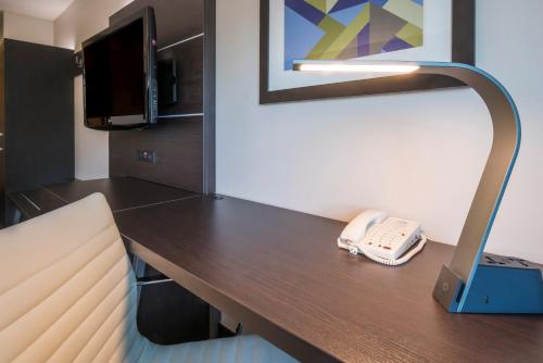 Holiday Inn Express Hotel & Suites Livermore - Livermore, CA CA 94551