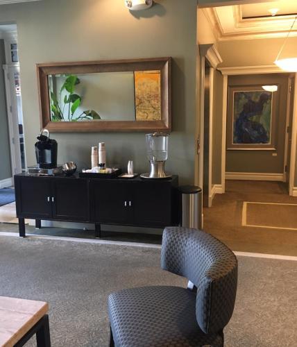 Blue Bay Inn - Atlantic Highlands, NJ 07716