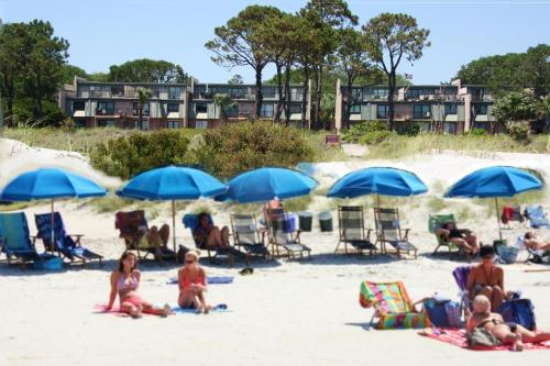 . OCEAN VILLAS DELUXE - Direct Oceanfront View Steps to Beach - Great Location - Large Pool