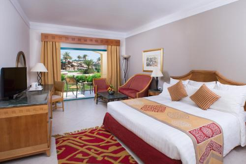 King or Twin Room with Pool View