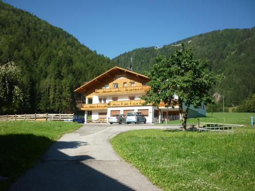 Pension Wiesenhof - Hotel - Campo di Trens