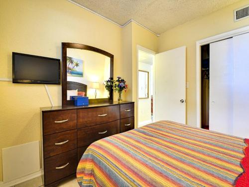 Clearwater Beach Suites 107 - Clearwater Beach, FL 33767