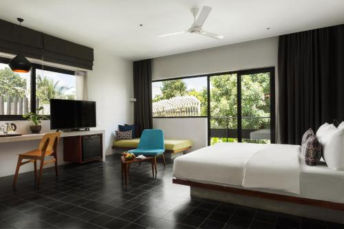 Honeymoon Suite with Balcony - Free Roundtrip Transfer