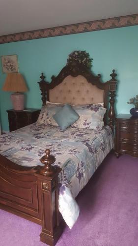 . Highland Hideaway - Petite Pearl Room