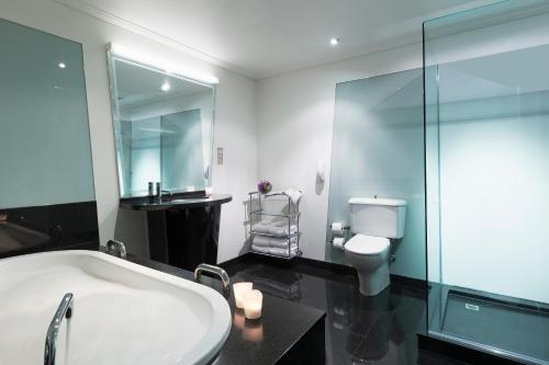 Junior King Suite with Spa Bath and Private Office