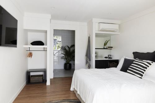 28 Bangalow Rd, Byron Bay, NSW 2481, Australia.