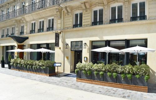 23 Rue du Pont Neuf, 75001 Paris, France.