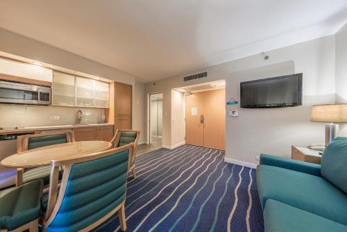 Ala Moana Hotel 2107 One-Bedroom Ocean - Honolulu, HI 96815