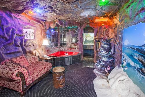 Days Inn & Suites By Wyndham Terre Haute - Terre Haute, IN 47802