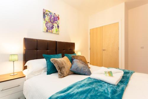 . Self-contained town centre apartments Cromwell Rd by Helmswood Serviced Apartments