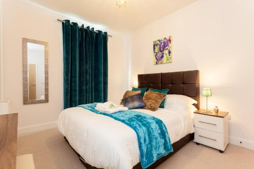 . Self-contained town centre contractor apartment Cromwell Rd by Helmswood Serviced Apartments