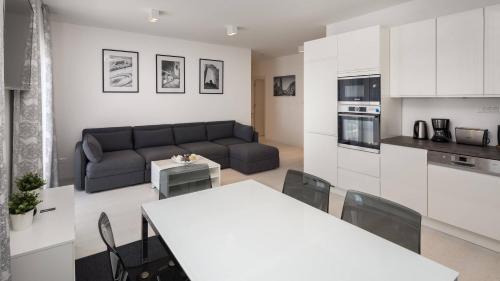 S Luxury Apartments - image 4