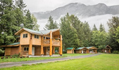 . Bella Coola Grizzly Tours Cabins