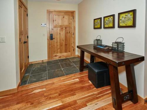 Rundle Cliffs Luxurious Two Bedroom Mountain Lodge - Canmore, AB T1W 0G8
