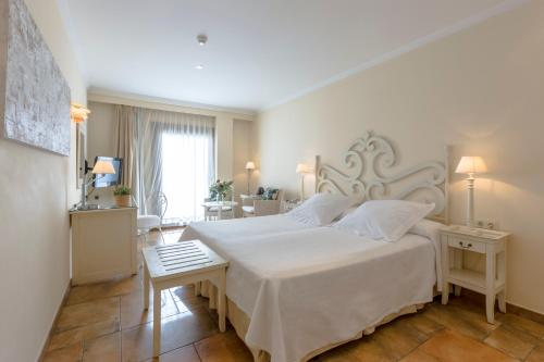 Double or Twin Room with Sea View - single occupancy La Posada del Mar 40