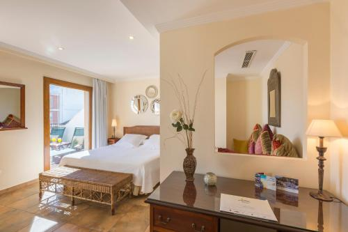 Junior Suite with Terrace - single occupancy La Posada del Mar 11