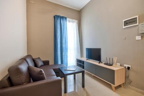 . Gzira, Bright and Spacious 1-bedroom