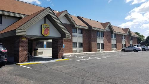 Super 8 By Wyndham St. Cloud - Saint Cloud, MN 56301