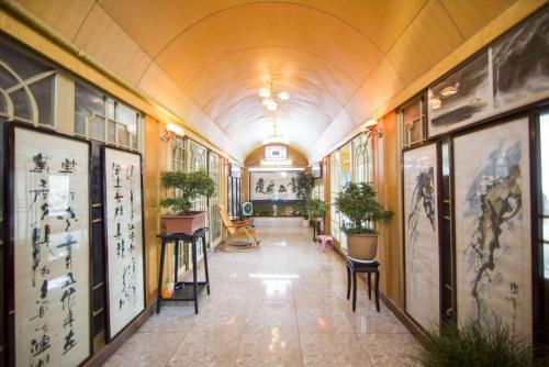 . Xian Vintage City Garden Apartment