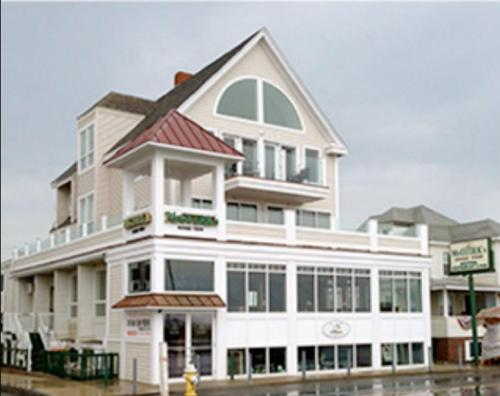 McGuirk's Ocean View Hotel & Cottages
