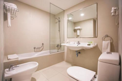 AlQasr Metropole Hotel room Valokuvat