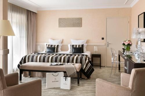 38, rue des Serbes, 06408 Cannes, France.