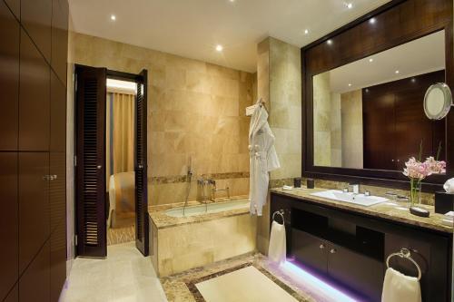 Royal Maxim Palace Kempinski Cairo room Valokuvat