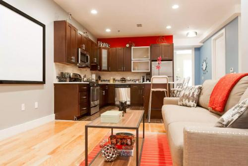 STUNNING LUXURY 2 BEDROOM -- NEAR NYC TRAIN - Jersey City, NJ 07306