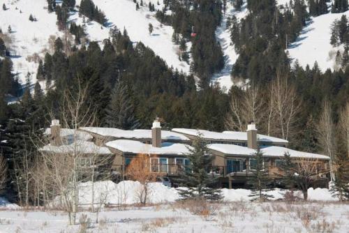 . Snow Ridge Condominiums