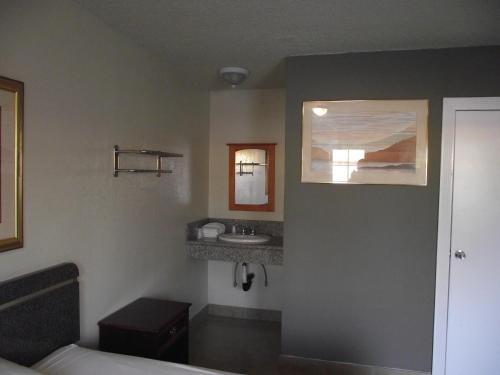 SandPiper Motel - Los Angeles - Los Angeles, CA 90011