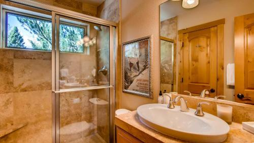 Large Family Ski Vacation Home - Avon, CO 81620