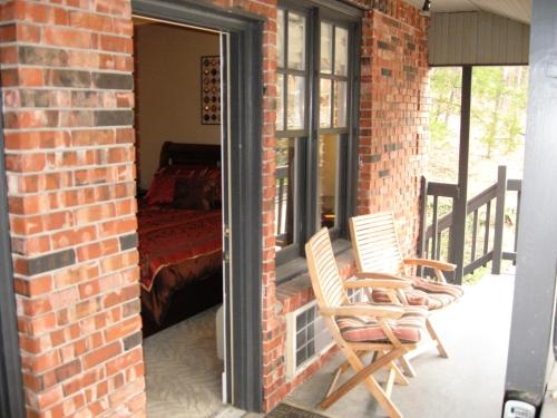 Bella Paradiso Vacation Rentals - Eureka Springs, AR 72632