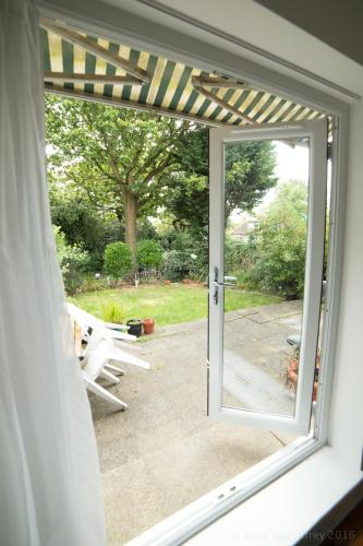 Garden Apartment W/ Easy Access To Central London, , London