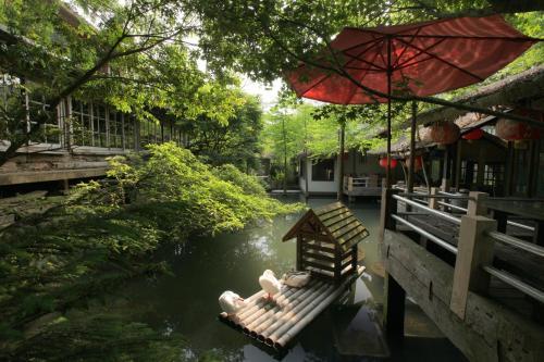 Zhou Ye Cottage