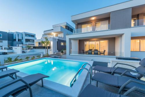 . Apartments with pool Villa Zora