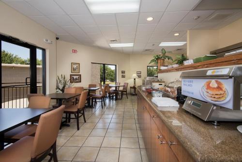 Markham House Suites Little Rock Medical Center - Little Rock, AR 72205