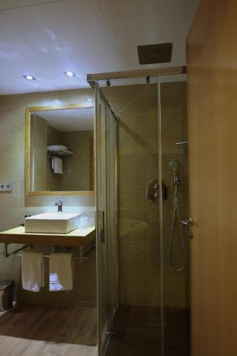 Superior Double or Twin Room with Hot Tub Hotel De Martin 32