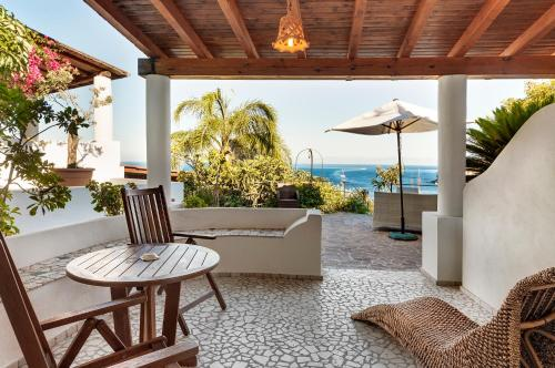 Classic Double Room with Partial Sea View