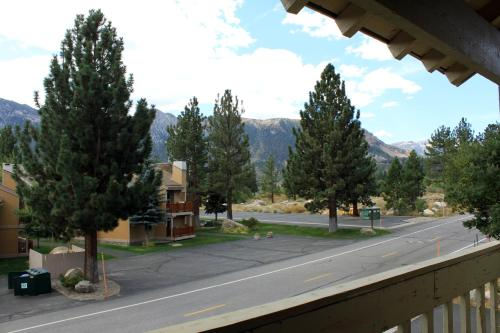 Amazing Mammoth Retreat With Views - Mammoth Lakes, CA 93546