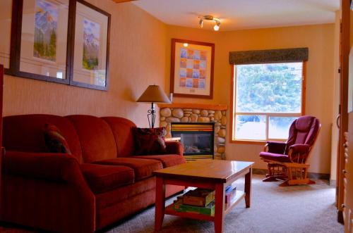 Beautiful Mountain Condo - Canmore, AB T1W 2W2
