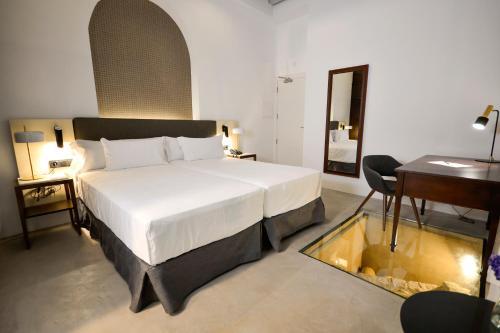 Superior Double or Twin Room Legado Alcazar 47