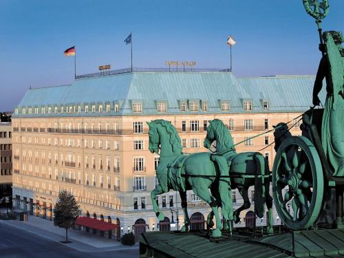 Hotel Adlon Kempinski Berlin photo 2