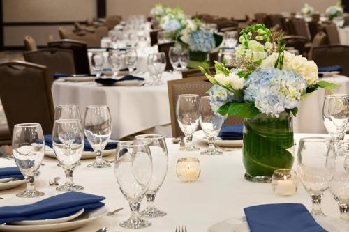 Embassy Suites Hotel Oklahoma City-Will Rogers Airport - Oklahoma City, OK 73108