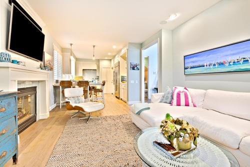 #6712 - Beach House Four-Bedroom Holiday Home - La Jolla, CA 92037