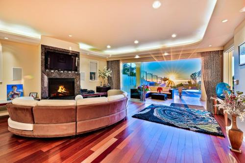 #6092 - Endless Elegance Six-Bedroom Holiday Home - La Jolla, CA 92037