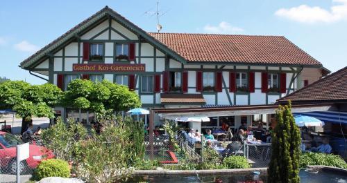 . Hotel Restaurant Koi-Gartenteich