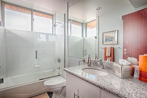 #331 - Luxury at WindanSea Six-Bedroom Holiday Home - La Jolla, CA 92037