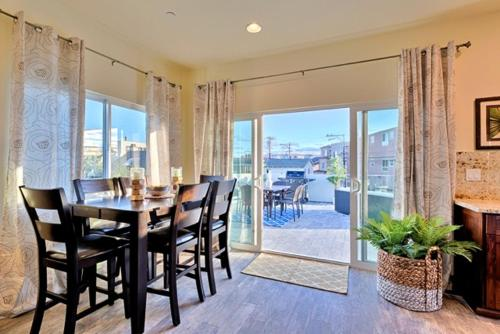 #714A - Mission Sands (Upstairs) Three-Bedroom Apartment - San Diego, CA 92109